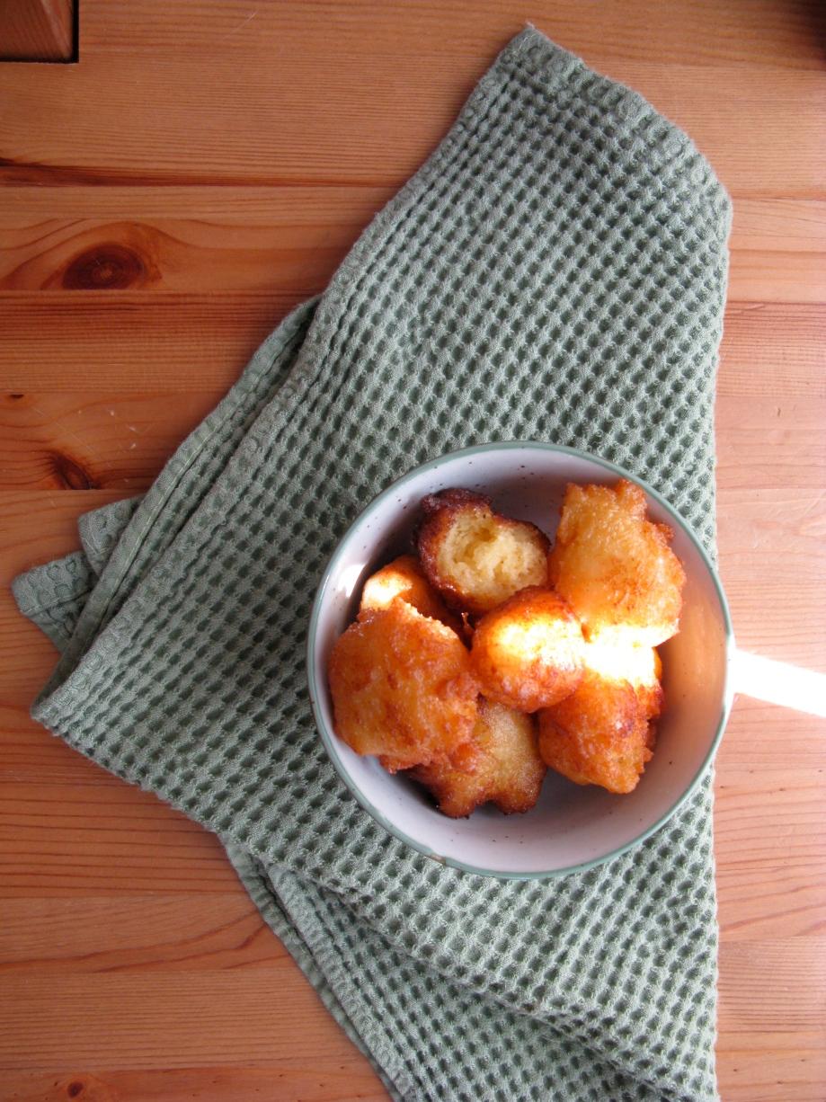 Lemon Ricotta Fritter with Lemon Glaze