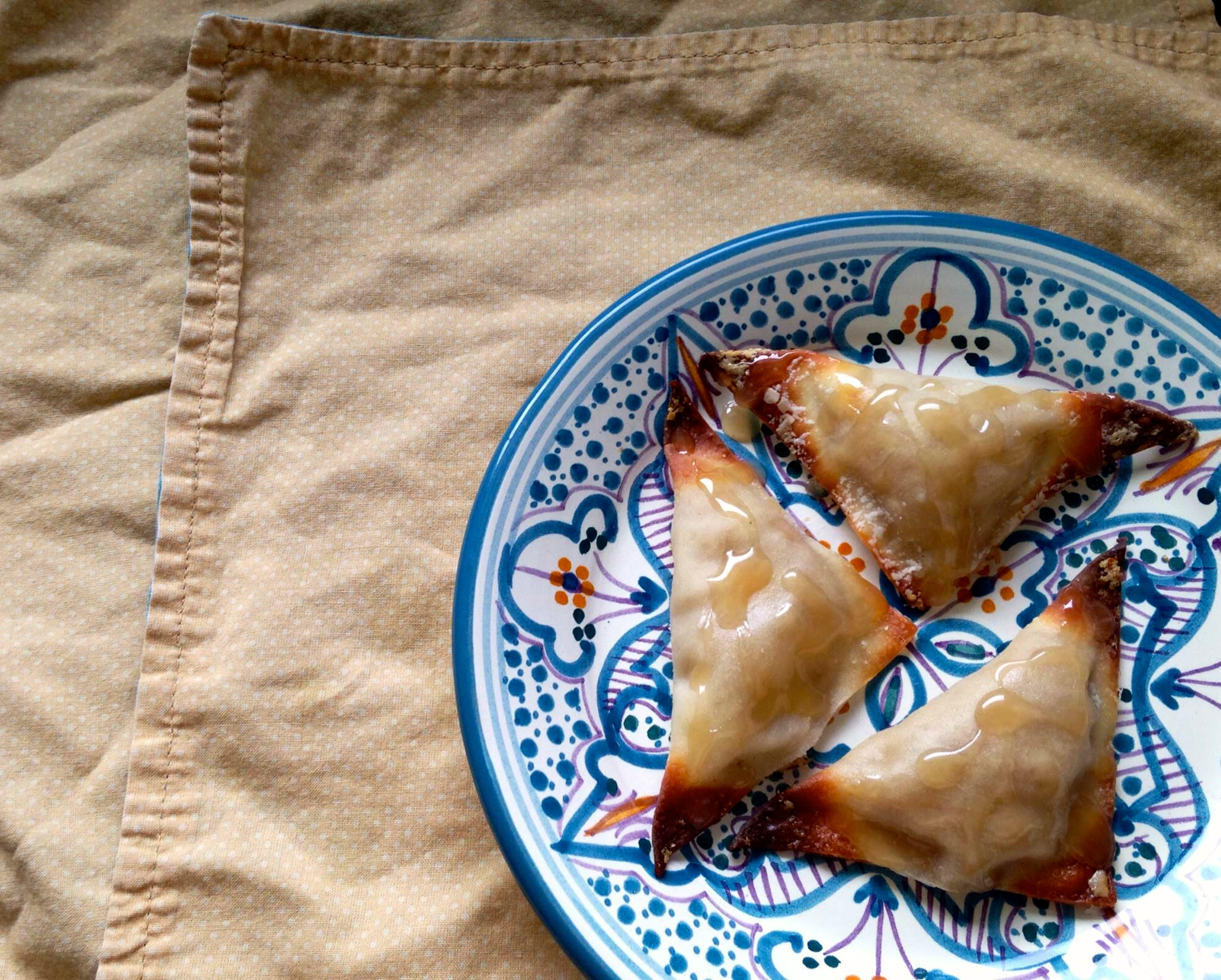 ... Winning Wednesday' Baked Banana Wontons with Coconut Caramel Drizzle