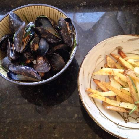 Vermouth Mussels with Fries